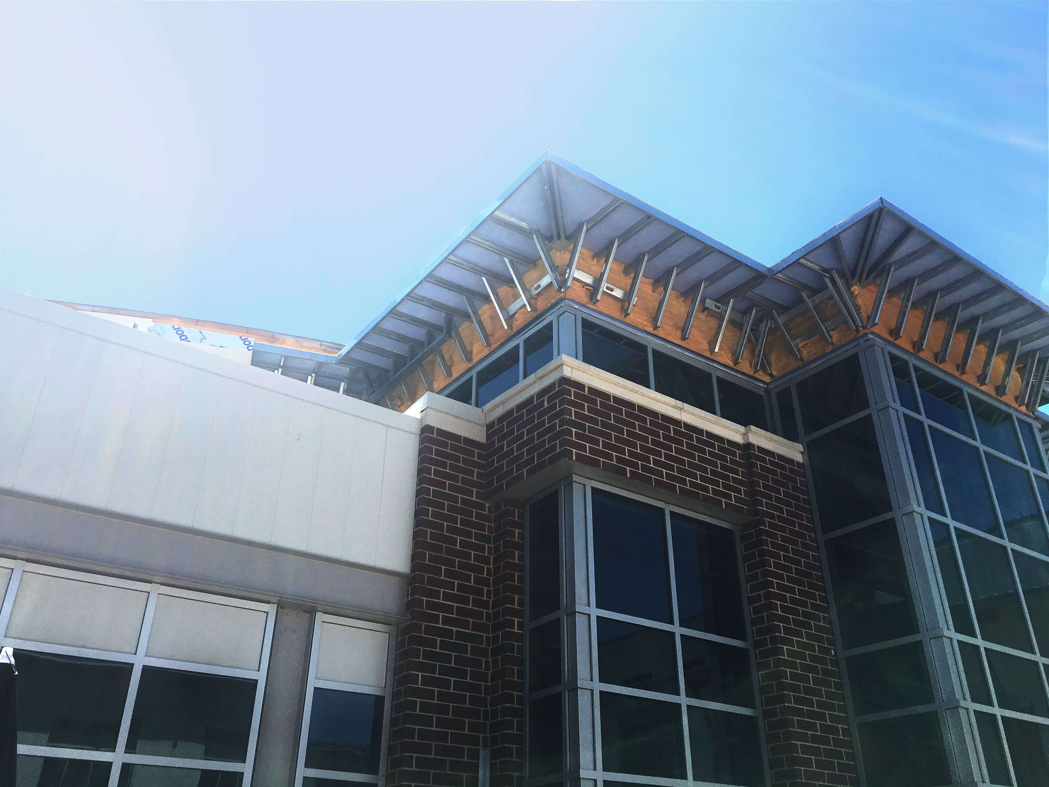 Pre-assembled curtainwalls system installation, composite metal panels, caulking installation